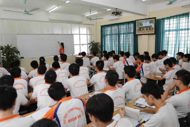 Sinh viên UTT trong giờ học trên giảng đường.