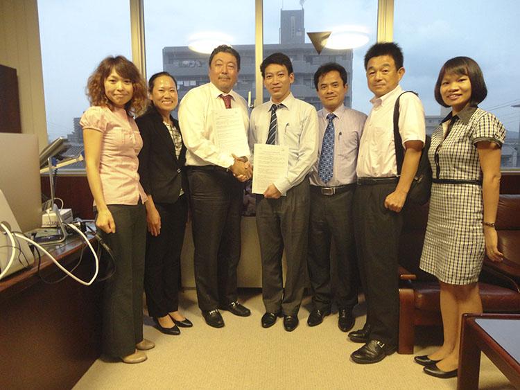 Đoàn công tác Trường Đại học Công nghệ GTVT làm việc tại Nhật Bản
