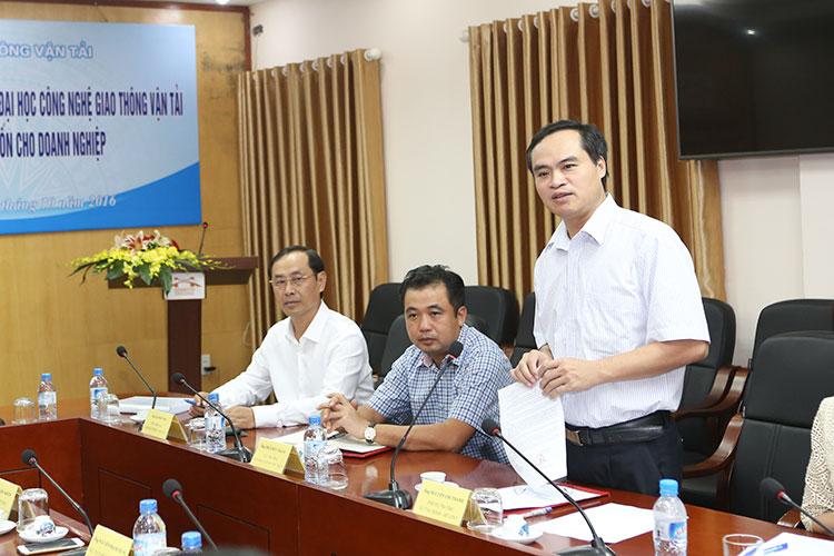 Ông Nguyễn Chí Thành - Phó Vụ trưởng Vụ Tài chính đã công bố Quyết định số 3069/QĐ-BGTVT tại buổi lễ
