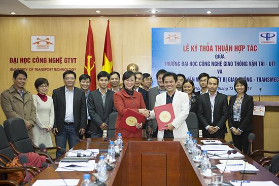 Lễ ký thỏa thuận hợp tác giữa Trường Đại học Công nghệ Giao thông Vận tải và Công ty cổ phần vật tư thiết bị giao thông (TRANSMECO)