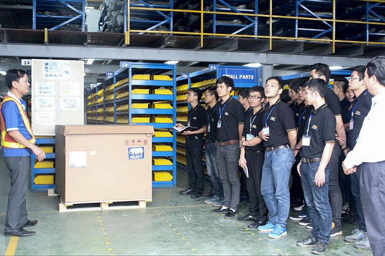 Sinh viên ngành Cơ khí ô tô tham quan thực tế tại General Motors Việt Nam
