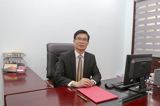 Phó hiệu trưởng: TS. Nguyễn Mạnh Hùng