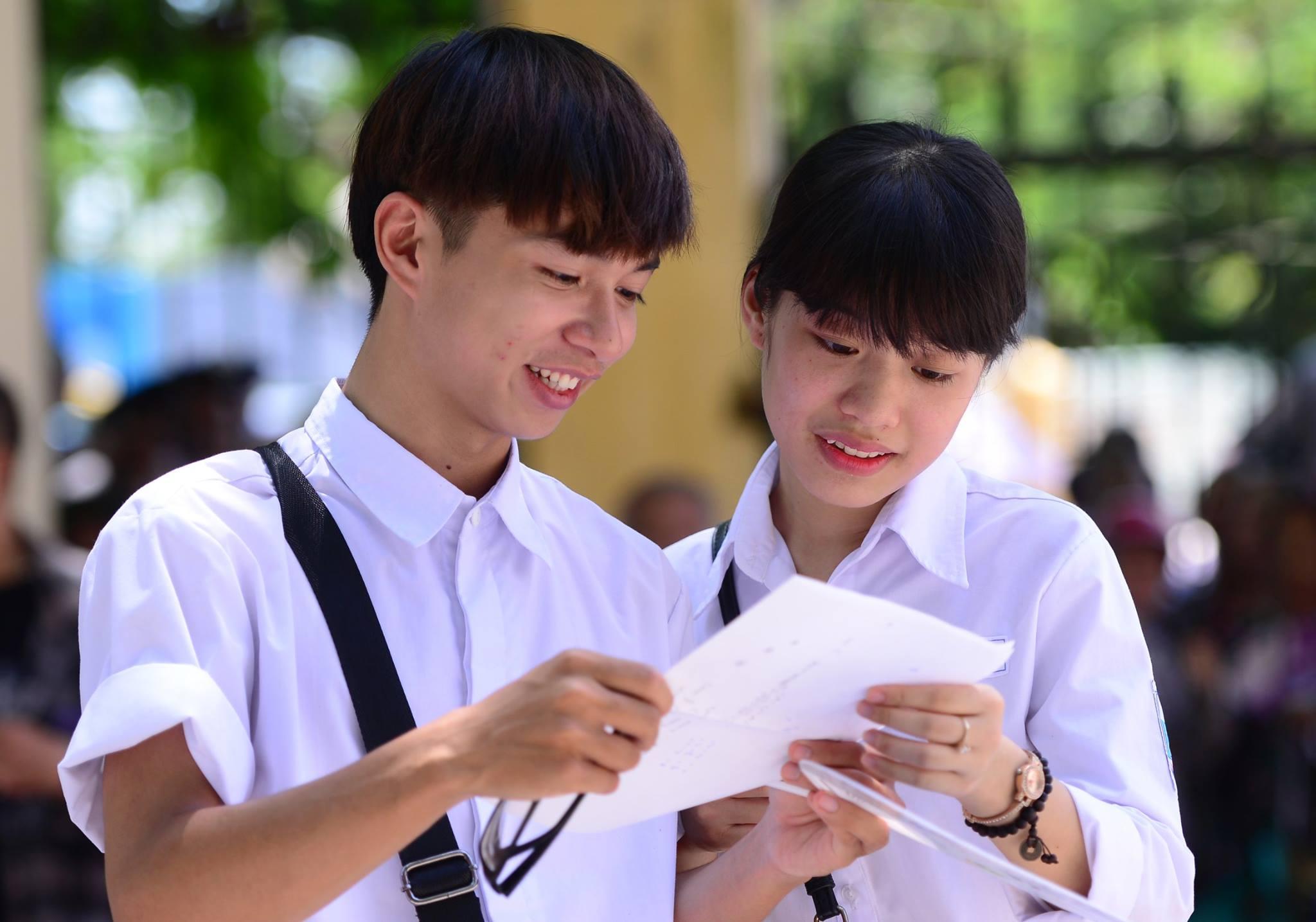 Thầy giáo Nam Định hướng dẫn 10 mẹo giành điểm cao môn Ngữ Văn trong kì thi THPT Quốc gia ảnh 1